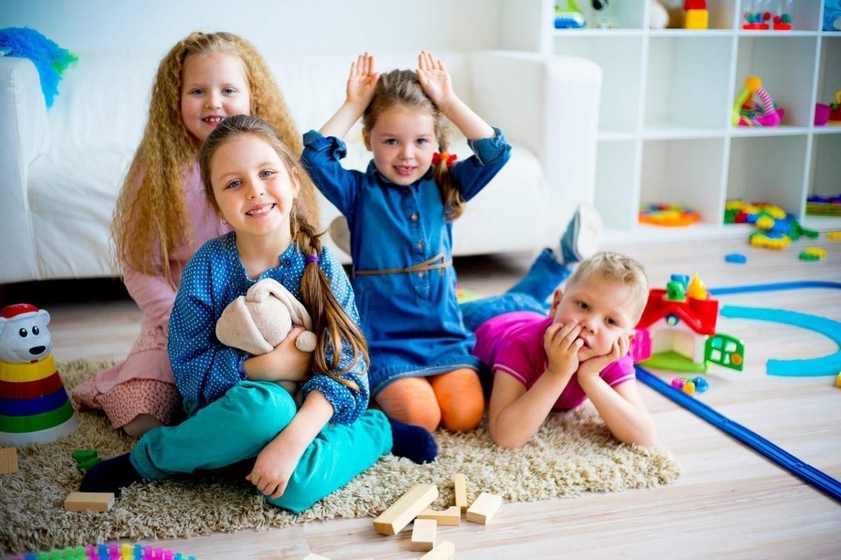 Jak wybierać ubrania dla dzieci, które przetrwają kilka sezonów?