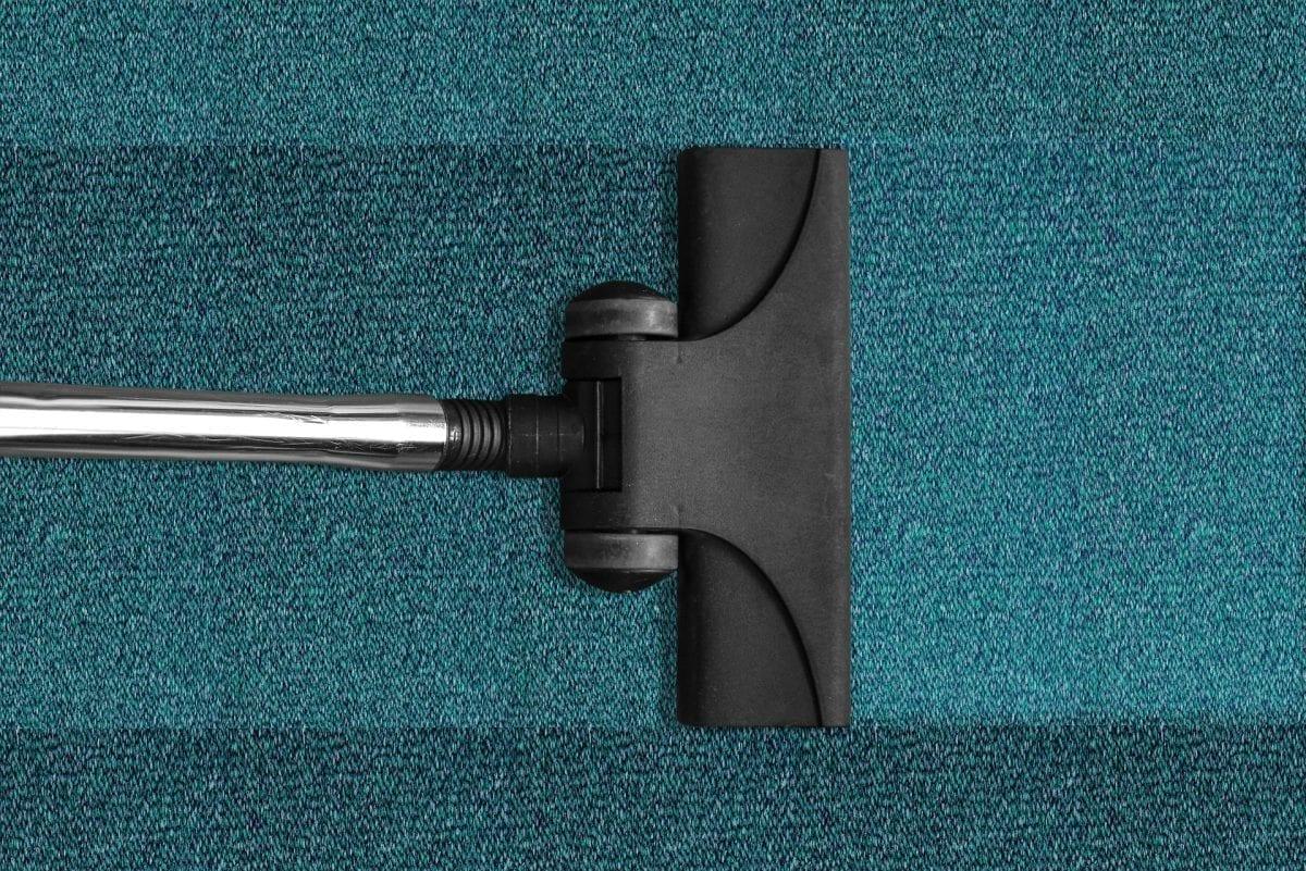 Wykładziny i dywany – jak o nie dbać
