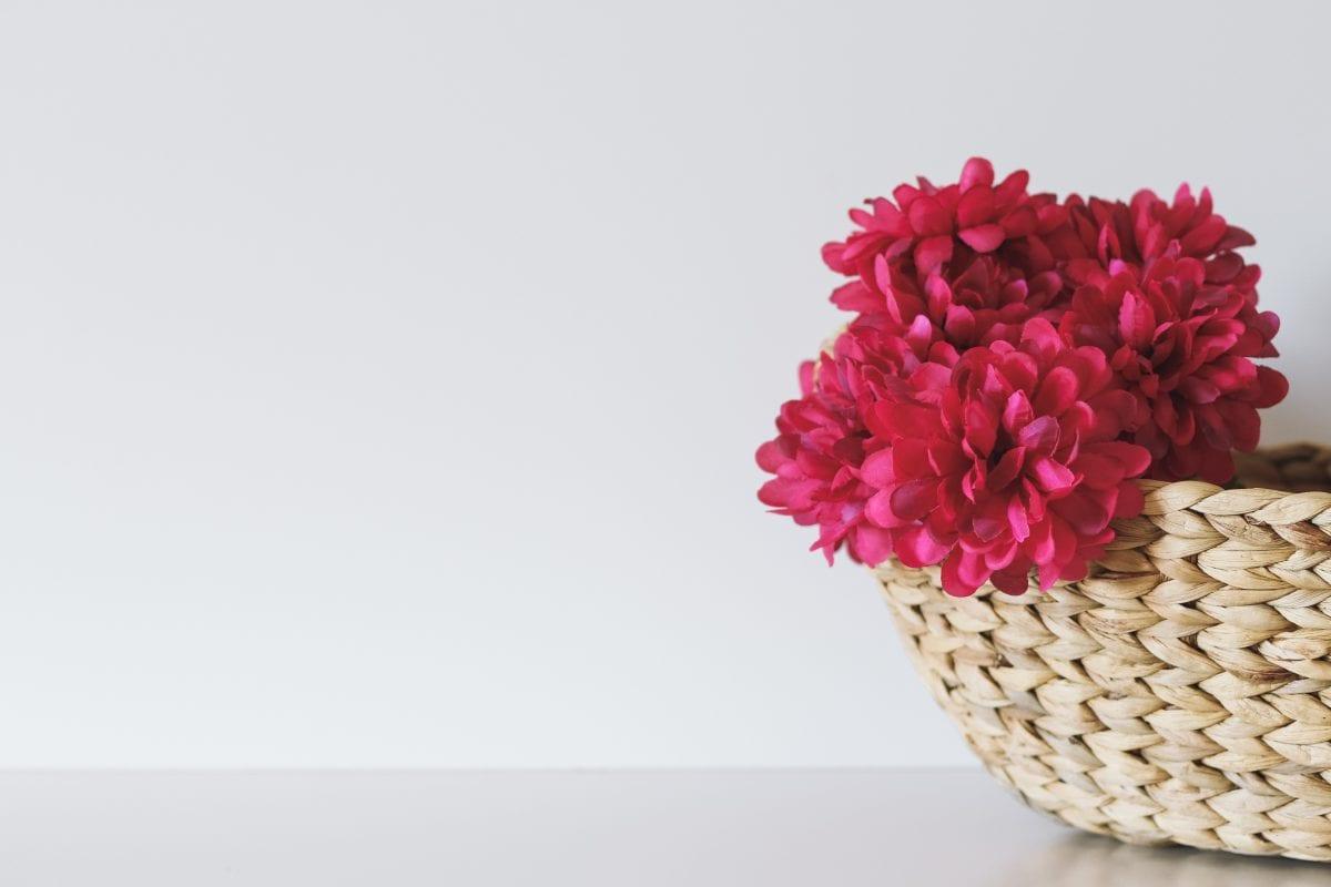 Sztuczne kwiaty jako alternatywna ozdoba